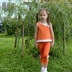 Оранжевый комплект (лосины + майка) на Нине перед. Оттобре