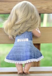 Джинсовое платье для Лиды на ней со спины