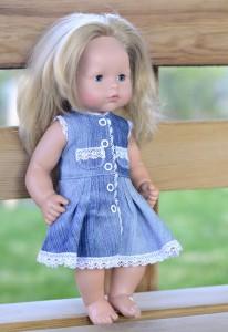 Джинсовое платье для Лиды на ней