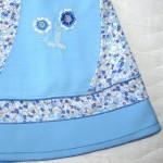 Фрагмент удлиненной голубой юбки с вышивкой