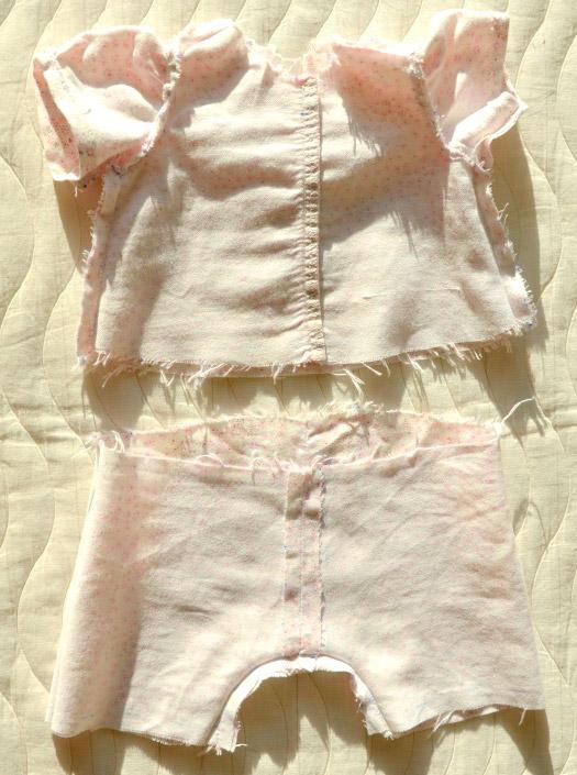 Пижамка для куклы Адора. До этой стадии дошили на детской швейной машинке, перед изнанка.