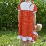 """Красное платье в горошек на дочке, спинка. Бурда """"Детская мода"""" 2012, мод. 649"""