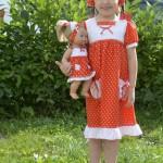 """Красное платье в горошек на дочке, перед. Бурда """"Детская мода"""" 2012, мод. 649"""