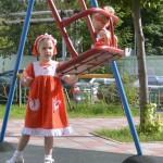 """Красное платье в горошек на дочке. Бурда """"Детская мода"""" 2012, мод. 649"""