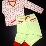 "Пижама ""Вишневое варенье"", вид спереди. Оттобре: футболка №1-2013, мод.21; брюки №4-2013, мод.27"