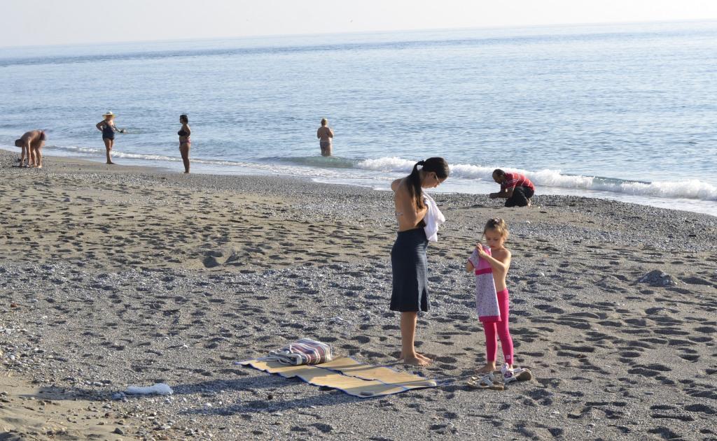 Ноябрь 2013. Пляж, готовимся загорать и купаться.