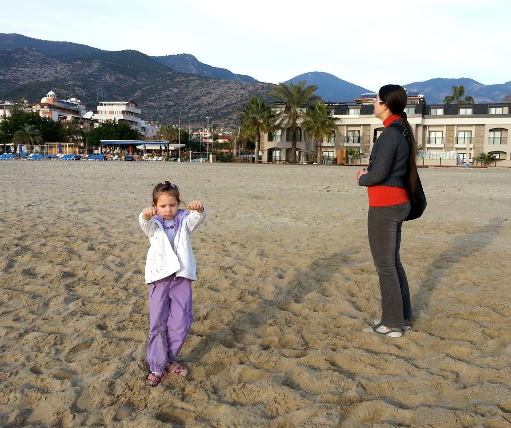Аланья, январь. Пляж Клеопатра рядом с отелем Allaadin