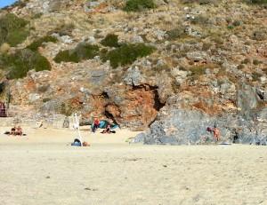 Аланья, январь. Загорающие на пляже Клеопатра