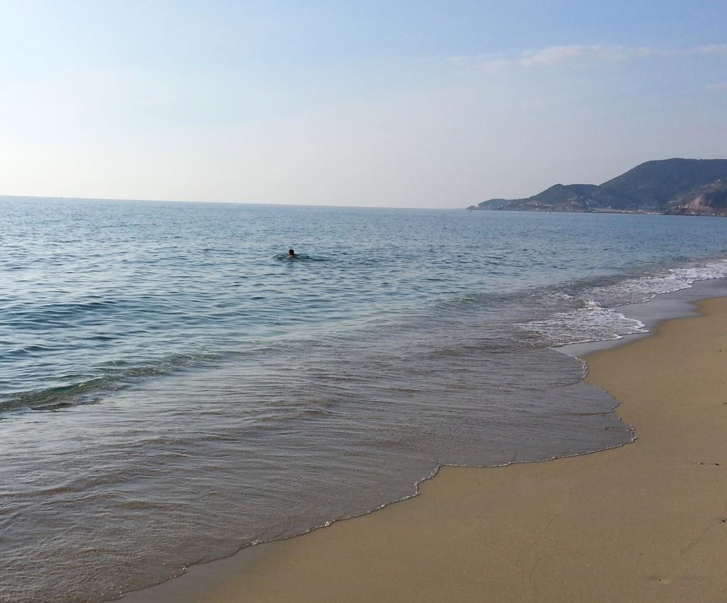 Аланья, январь. Купаются в море и зимой