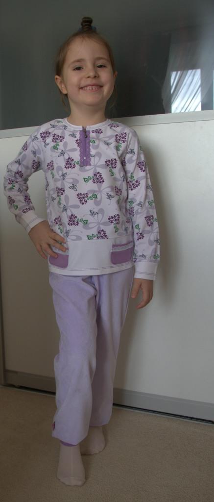 Сиреневый комплект: лонгслив и брюки (Оттобре №4-2013)