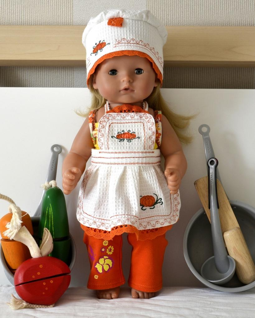 Лида (кукла GOTZ Аквини) в своём фартучке и поварском колпаке