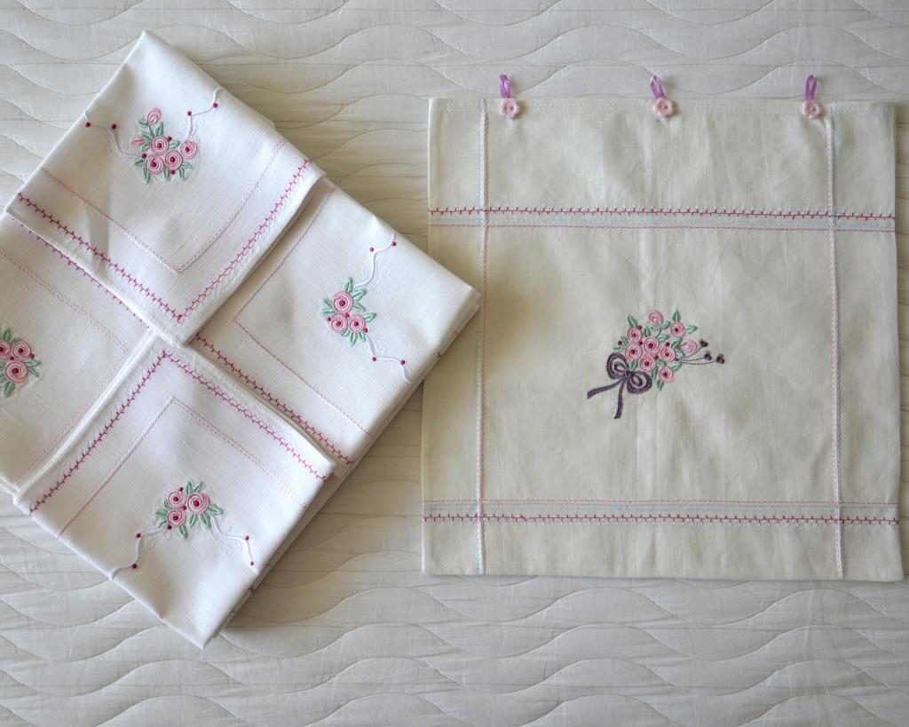 """Льняная скатерть, салфетки и подарочная """"упаковка"""" с вышивкой"""