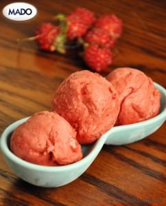 Традиционное турецкое мороженое MADO. Лесная ягода