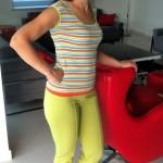 Трикотажный комплект с полосатой футболкой на мне