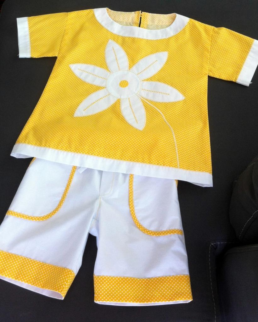 """Комплект блуза и шорты для девочки """"Ромашки"""", вид спереди"""