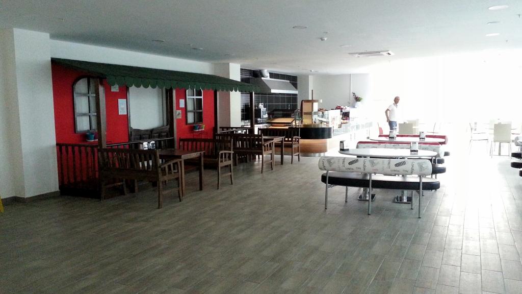 Школьный кафетерий
