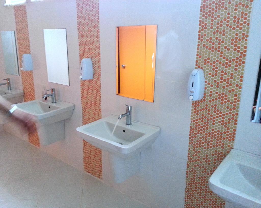 Школьный туалет для учеников