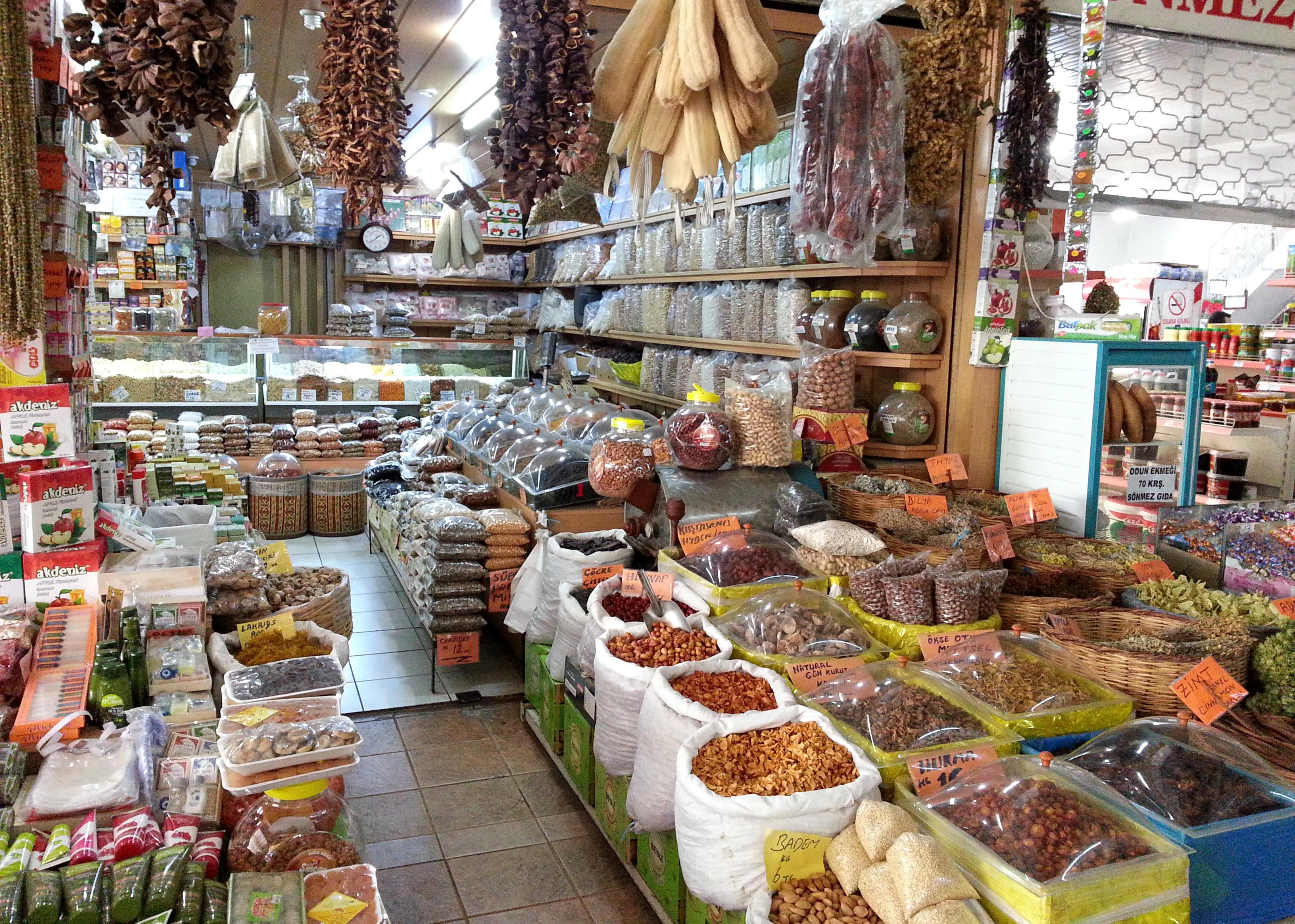 """""""Посторонние"""" лавочки на рыбном рынке, Аланья, Турция"""