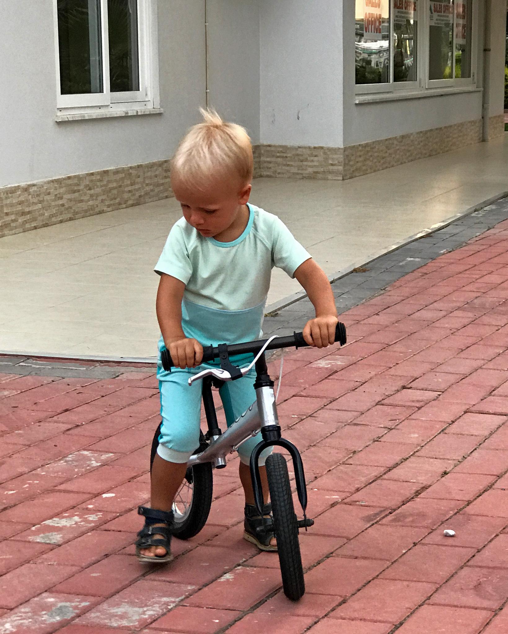 Летний костюм для мальчика фото