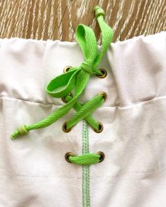 Шнуровка на одежде фото